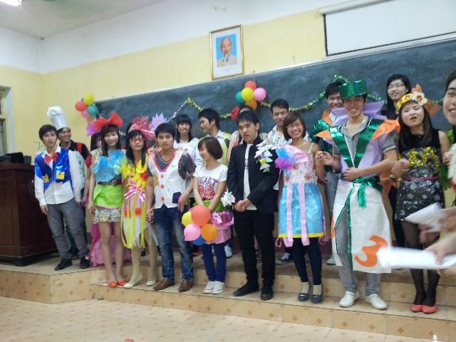 Hội thi văn nghệ và thời trang sv vật lý K7 07/03/2012