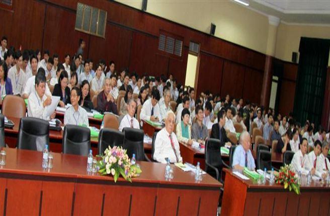 Toàn cảnh Hội nghị Vật lý chất rắn và Khoa học Vật liệu Toàn quốc lần thứ 7.